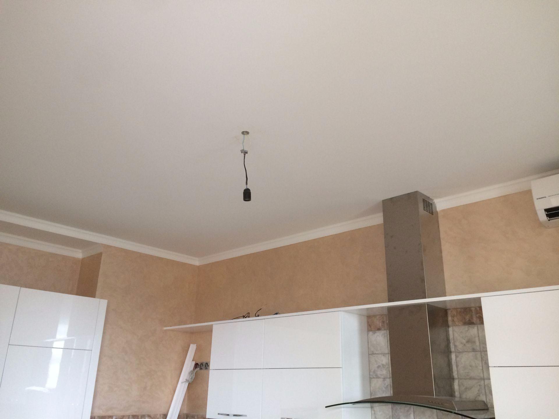 натяжные потолки матовые на кухню фото что это словосочетание